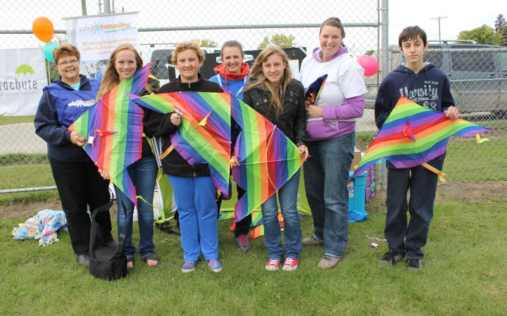 Carman Collegiate flies kites in honour of World Suicide Prevention Awareness Day