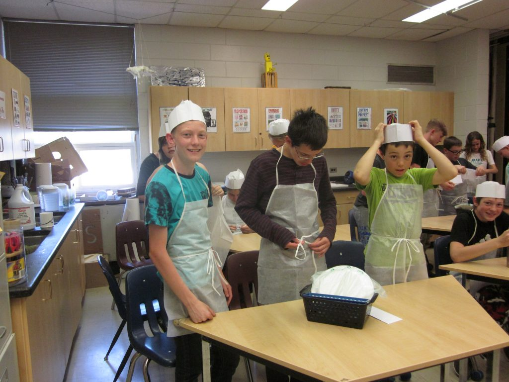 Elm Creek Students Cook up Fun en Français