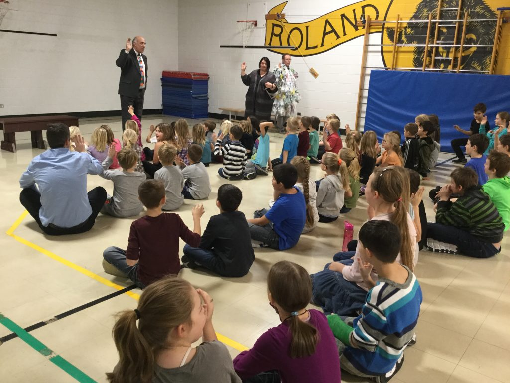 Roland School receives bench for Bag Up Challenge
